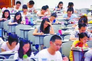 9日,西南政法大学,教室里坐满了备战司法考试自习的学生。记者 胡杰 摄