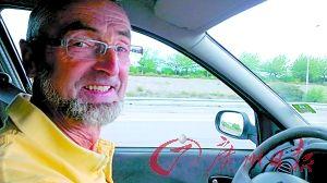 张清把搭过便车的热心司机都拍了下来,作为留念。