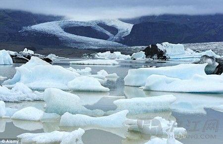 美国4游客冰岛冰川上野餐 遇冰川断裂被漂走