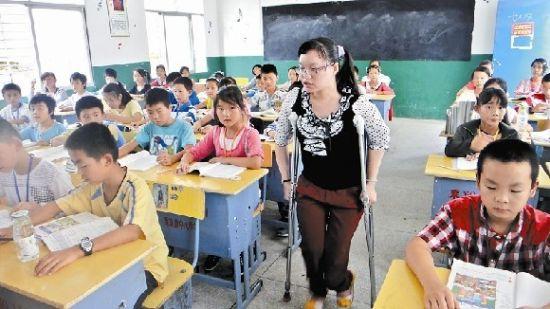 先天性成骨不全症 程香溪在教室上课