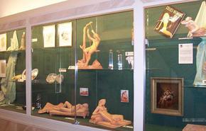 瑞士日内瓦展览中心曾举行了一场普及性知识的青少年性教育展,这个展览规模不大,但形式多样、寓教于乐,不仅使前来参观的青少年获益颇多。