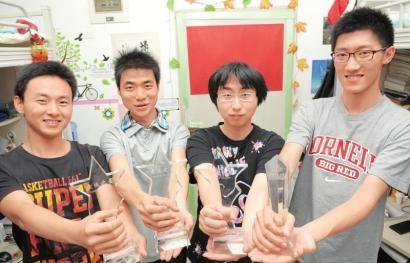 5月27日,西南交大男生宿舍,有学霸之称的大三学生刘红星、李进龙、袁帅、刘卫松。