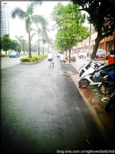这个城市,这种季节便是雨季。