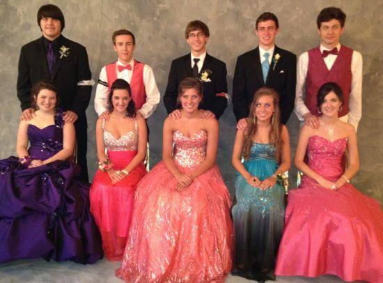 衣:美国高中多有着装要求,名牌未必受欢迎