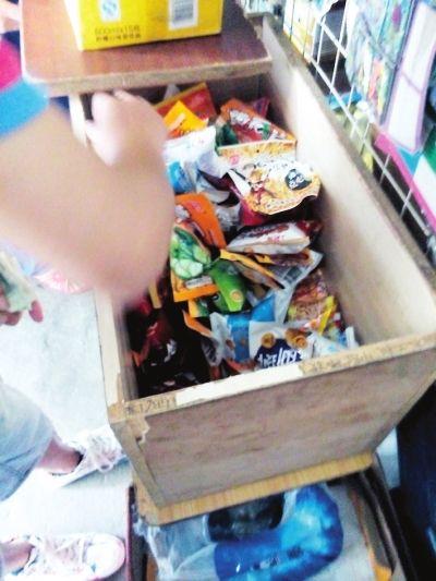装在木头箱子的小零食
