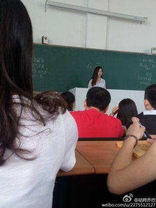 西南财大天府学院的#最美日语老师#