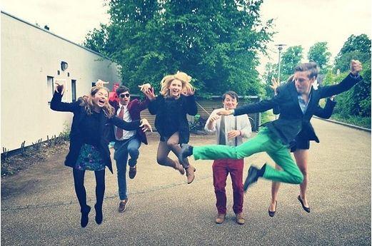 Caroline在周末和伙伴们一起各种疯玩。好开心的样子。