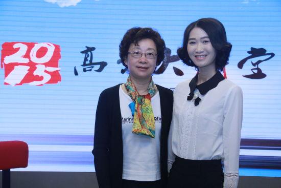 北京师范大学招生办公室主任虞立红老师(左)做客新浪