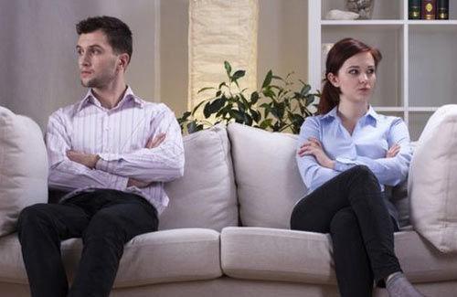 """离婚伤心也""""伤心"""" 离婚易患心脏病(双语)"""