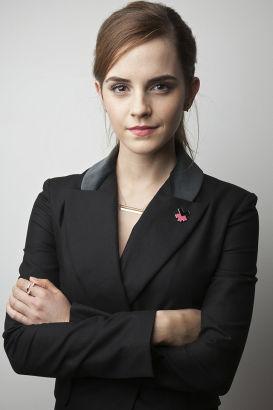 """艾玛•沃尔森毕业于布朗大学(世界曾排名第27) 因在《哈里•波特》系列中因扮演""""赫敏""""而大放异彩,2009年入读美国常春藤名校布朗大学。"""
