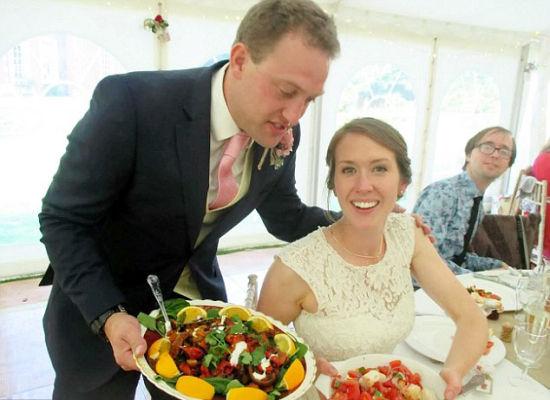 用超市回收食物招待婚礼来宾