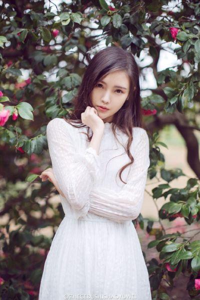 重邮校花唯美写真 肤白灵动似花仙子
