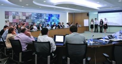复旦国际MBA学生正在进行ILAB的终期汇报