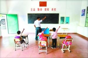 该校一年级学生在上课,只有三人。