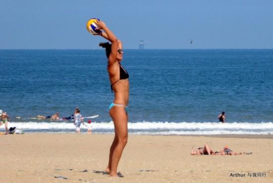 海牙沙滩热辣性感比基尼长腿美女