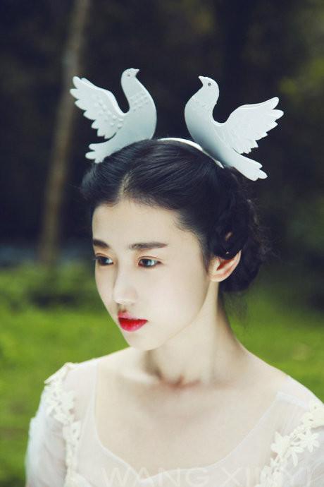 烈焰红唇中戏美女让人欲罢不能(组图)