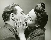 双语调查:亲吻时多半人头偏向右侧(图)
