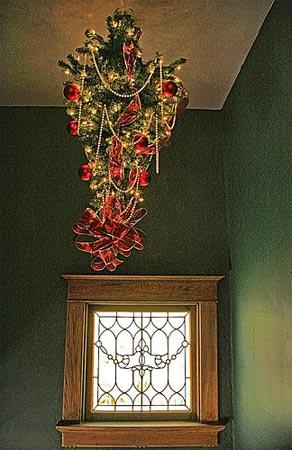 15种非主流圣诞树:塑料管和倒挂式(组图)