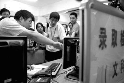 上海高招录取现场首次接受考生代表监督(图)