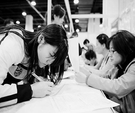 杭州招大学生村官门槛降低报名者学历反升(图)