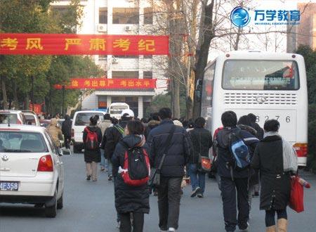 组图:2009年考研浙江大学考点见闻