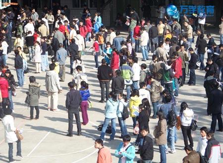 组图:2009年考研福州十八中考点见闻