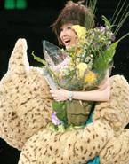 2006.05 倪震扮猫头 跪地求婚