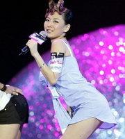 歌手胡琳大展诱惑
