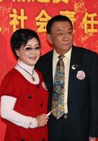 侯耀华(右)与李谷一登场