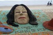 沙滩上的默默祈祷