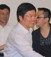 东平县长赵德健与演员见面
