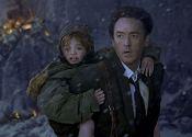 库萨克背着惊恐的女儿