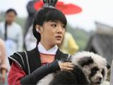 """邓家佳怀抱""""熊猫"""""""