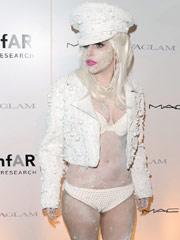 Lady Gaga珍珠面妆现身