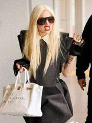 Gaga抵日本做呲牙怪相