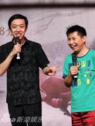 李菁(左)和何云伟