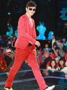 黄晓明一身红衣