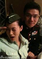小S和老公参加制服派对