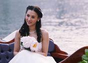 张柏芝身穿婚纱