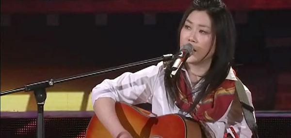 组图:兔年春晚西单女孩登台演唱《想家》