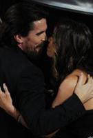 克里斯蒂安拥吻妻子斯比