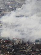 烟雾集聚在气仙沼市上空