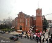 教堂门口纪念气球