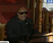 盲人歌手Stevie Wonder演唱