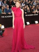 艾玛-斯通红裙高贵