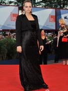 萨曼莎-莫顿黑裙好气质