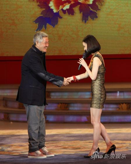 黄圣依和赵本山握手