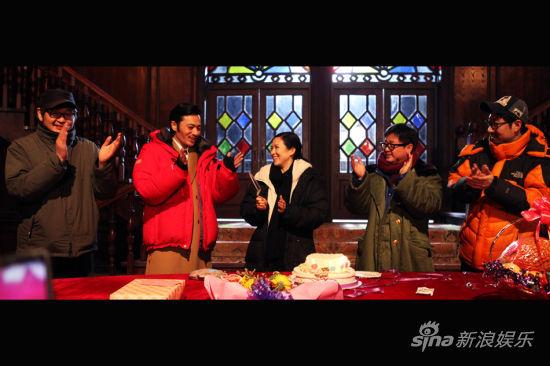 张东健唱中文生日歌逗笑子怡