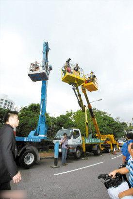 香港媒体出动吊车拍摄霍家大宅内的婚礼现场