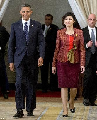 奧巴馬與泰國美艷總理調情